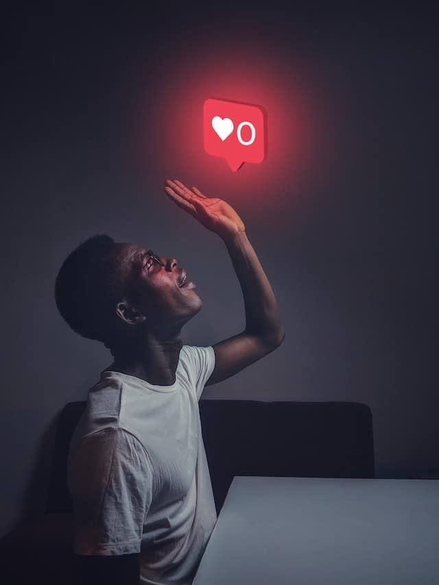 La validation de nos expériences sociales sur les réseaux sociaux